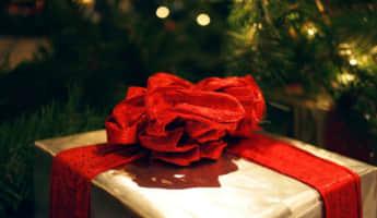 退職する同僚に贈りたいおすすめプレゼントは?実際に喜ばれたものを紹介